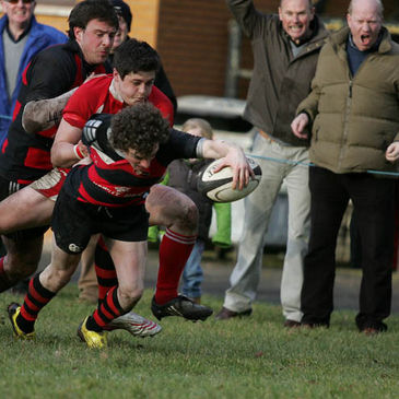 Armagh's Eddie Irwin stretches for the try-line