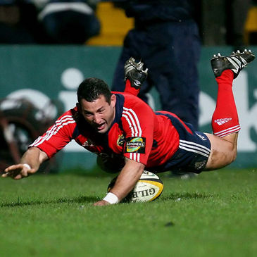 Federico Pucciariello scores a try for Munster