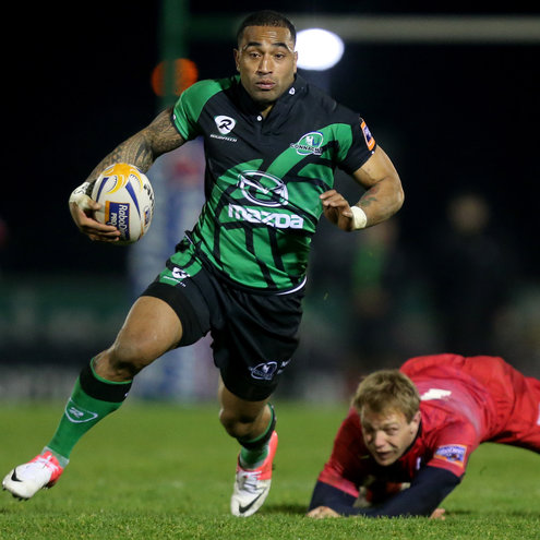 Fetu'u Vainikolo breaks forward for Connacht
