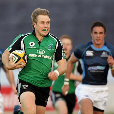 Connacht winger Fionn Carr on the charge against Glasgow
