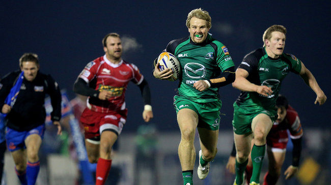 Fionn Carr makes a break against the Scarlets