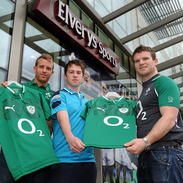 Luke Fitzgerald and Gordon D'Arcy delivered jerseys to Elverys