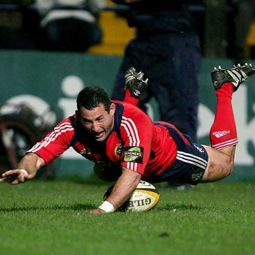Munster prop Federico Pucciariello scoring a try