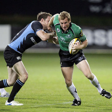 Gavin Duffy is tackled by Glasgow's Graeme Morrison