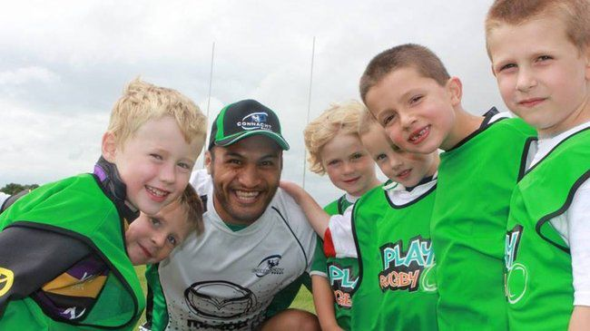 George Naoupu with some Connacht Summer Camp kids