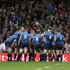 Leo Cullen gathers the Leinster team together in a huddle as they regroup after conceding that try by Phil Dowson