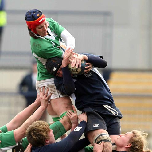 Caroline Mahon competes for a lineout