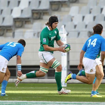 Iain Henderson takes the ball on against Italy