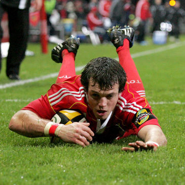 Munster's Ian Dowling gets over for a try