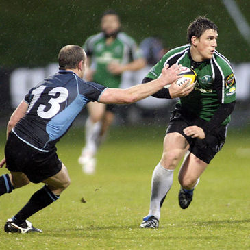 Connacht out-half Ian Keatley takes on Glasgow's Hefin O'Hare