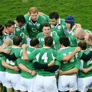 Ireland captain Brian O'Driscoll gives a teamtalk