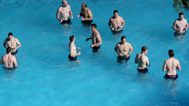 The squad's pool recovery session in Corrientes