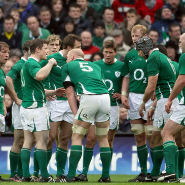 Brian O'Driscoll brings the players together for a team talk