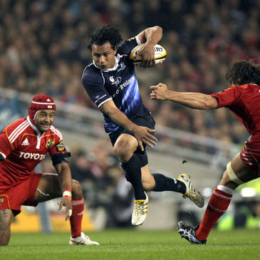 Isa Nacewa on the attack for Leinster