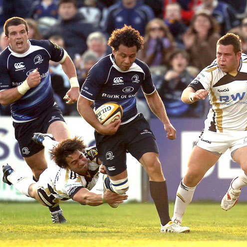 Leinster's Isa Nacewa breaks away against the Ospreys