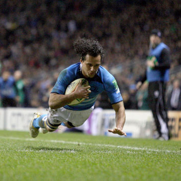 Isa Nacewa has signed a new three-year deal with Leinster
