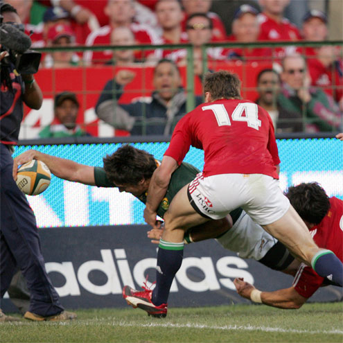Jaque Fourie stretches over to score against the Lions