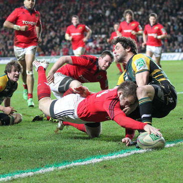Johne Murphy stretches over to score for Munster