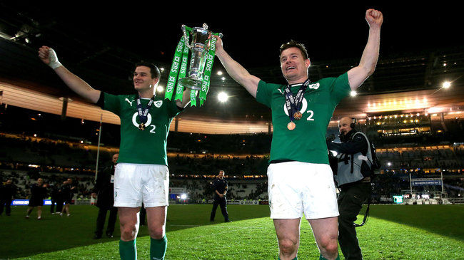 Jonathan Sexton and Brian O'Driscoll with the trophy