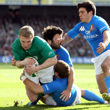 Keith Earls scoring a try against Italy last year
