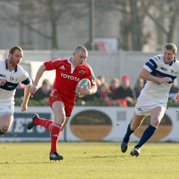 Keith Earls in action against Italian side Benetton Treviso