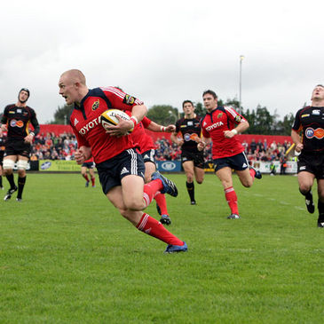Keith Earls runs in a try for Munster against the Dragons