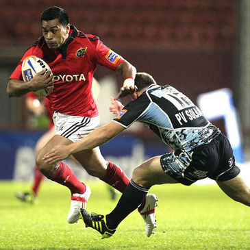 Munster centre Lifeimi Mafi takes on Glasgow's Duncan Weir