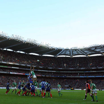Ireland win a lineout during the sides' 2007 clash at Croke Park