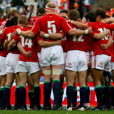 Paul O'Connell brings the Lions together for a team talk