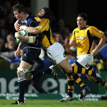 Leinster lock Malcolm O'Kelly is tackled by Wasps' Danny Cipriani