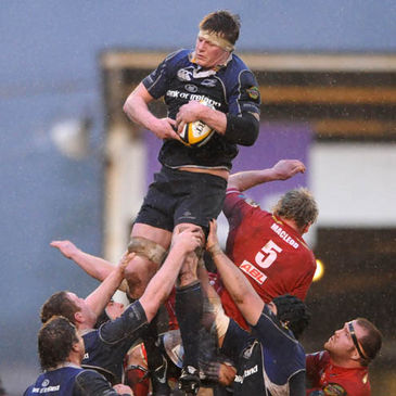 Malcolm O'Kelly wins lineout possession against the Scarlets