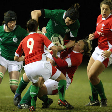 Marie Louise Reilly takes the ball on for Ireland