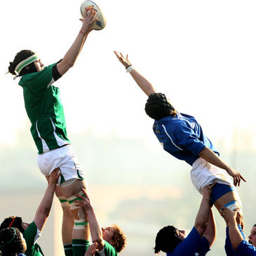 Marie Louise Reilly wins a lineout ball