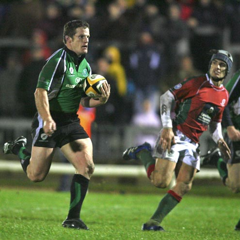 Mel Deane races through to score for Connacht