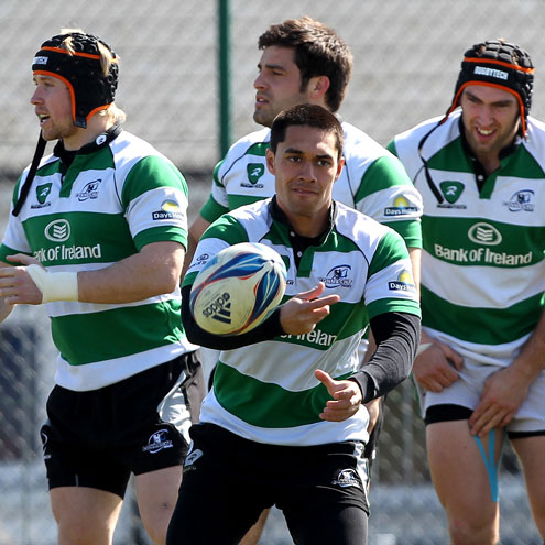 Miah Nikora training with the Connacht squad
