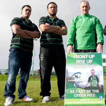 Eric Elwood with Connacht players Miah Nikora and Ray Ofisa