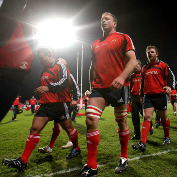 Mick O'Driscoll leads Munster off after their warm-up