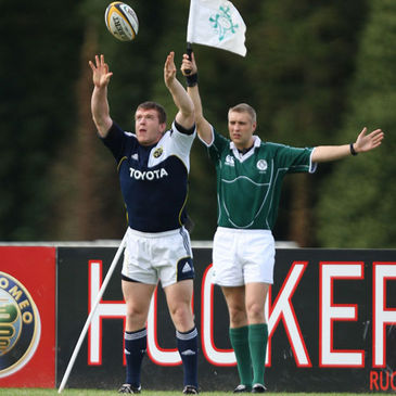 Munster hooker Mike Sherry throws in at a lineout