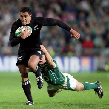 Mils Muliaina is tackled by Luke Fitzgerald