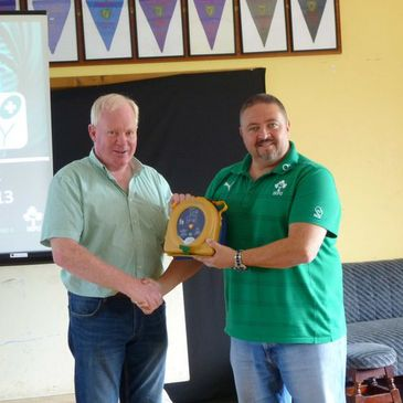 Mullingar RFC receive their defibrillator