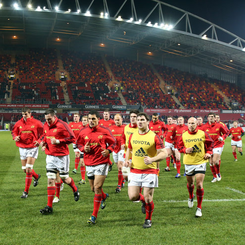 Doug Howlett leads Munster off after their warm-up
