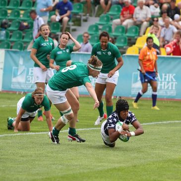 Nathalie Marchino scores the USA's first try