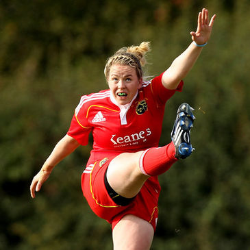 Niamh Briggs in action for the Munster Women