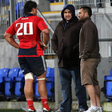 Rua Tipoki chats with Nick Williams and Leinster's Stan Wright