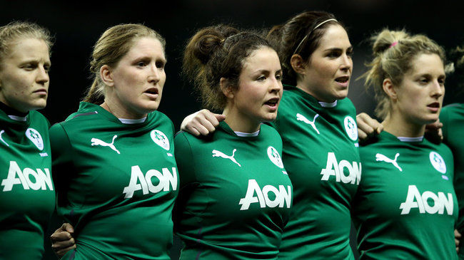 Nora Stapleton lines up with her Ireland team-mates