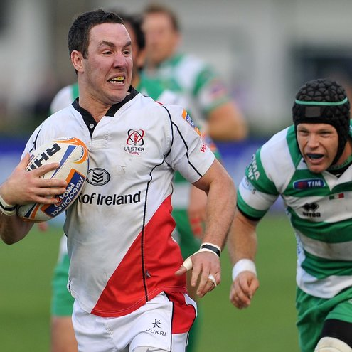 Paddy Wallace breaks away to score against Benetton Treviso