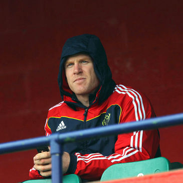 Paul O'Connell watches the Munster squad train in Cork