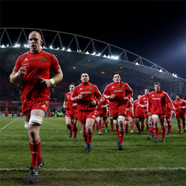 Paul O'Connell leads his Munster team-mates off after their warm-up
