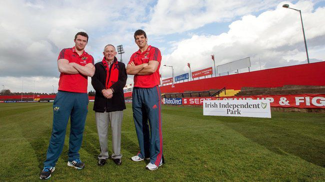 Peter O'Mahony and Donncha O'Callaghan with INM's Leslie Buckley