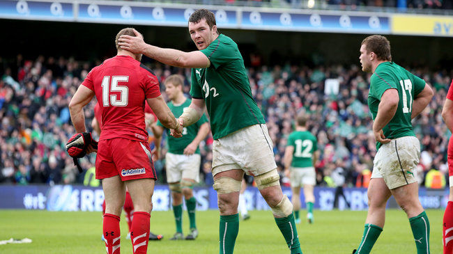 Peter O'Mahony commiserates with Leigh Halfpenny